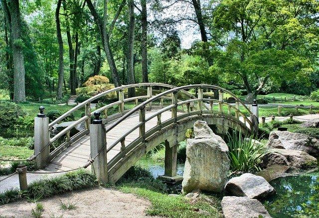 Easy Landscaping Tips For The Novice Landscaper